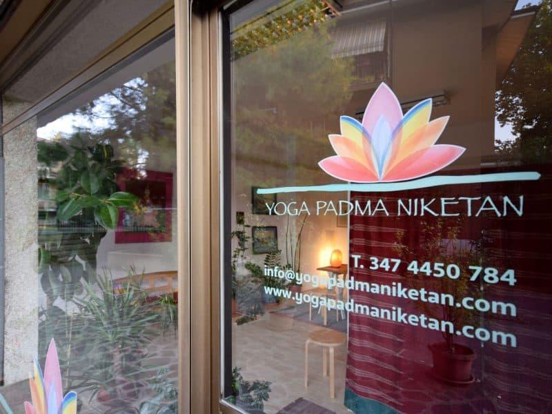 Ingresso sala yoga Mantova - Yoga Padma Niketan